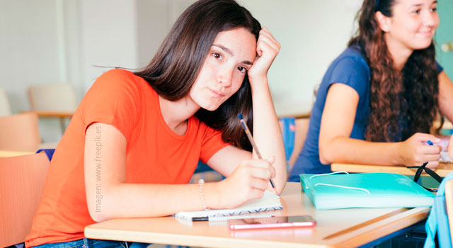 ¿Cómo solucionar la desmotivación de los estudiantes y profesores en el aula de clase?