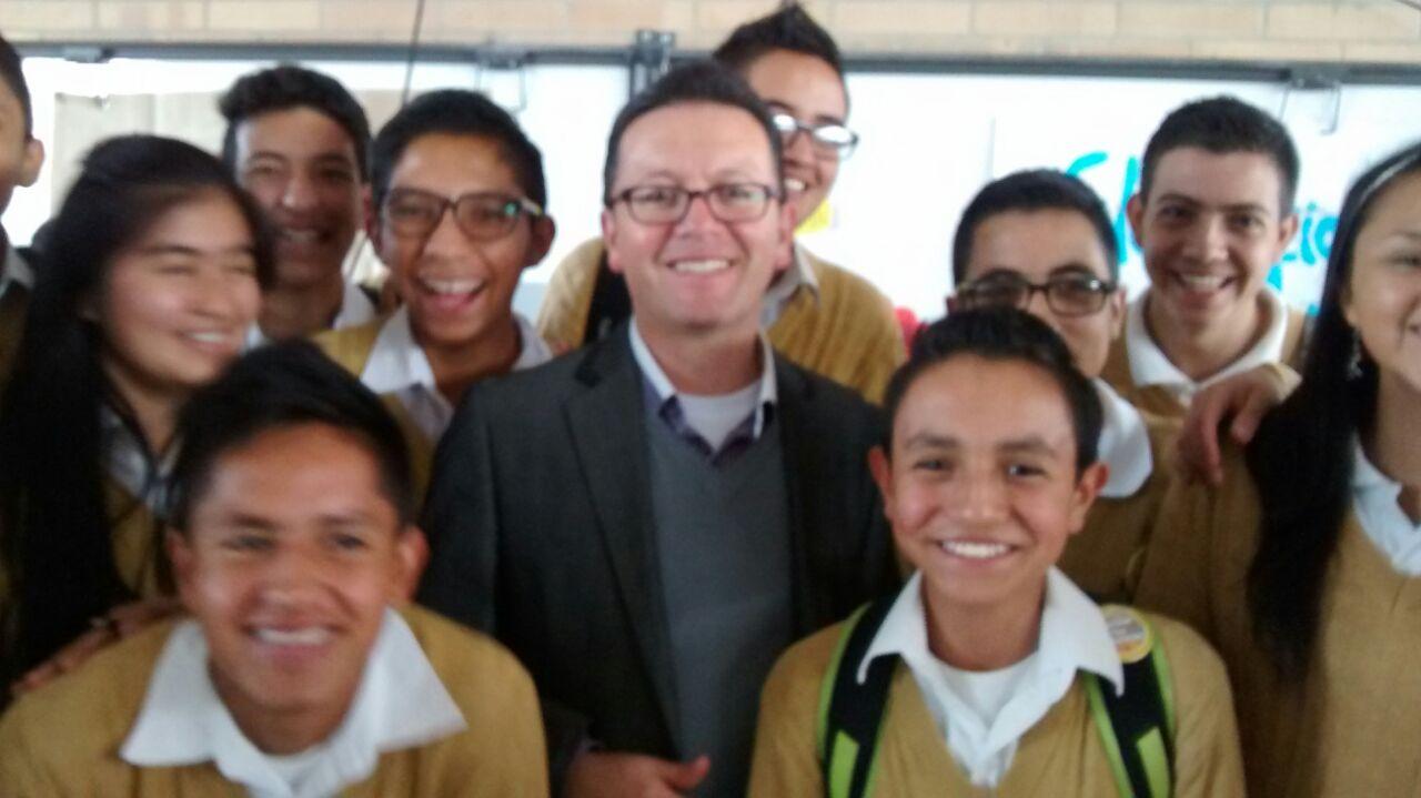 Salomón Rodríguez Piñeros  con sus alumnos