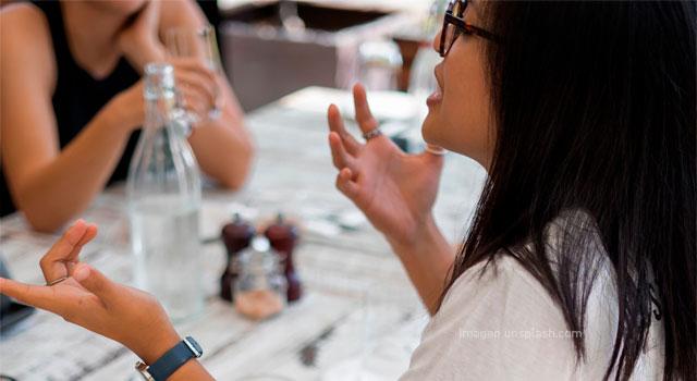 Lograr una práctica reflexiva: ¿Escribiendo, observando o dialogando?