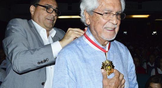 Pedro Gómez  condecorado con la Medalla Puerta de Oro de Colombia