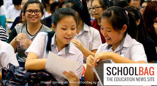 Estudiantes de Singapur en un auditorio