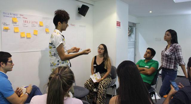 Vive una educación transformadora con el programa de mentoría de CLAP